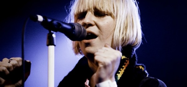 Sia_performing_photograph_by_Kris_Krug-700x325